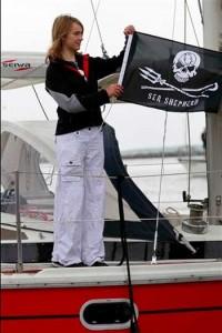 laura-dekker-sea-shepherd-flag