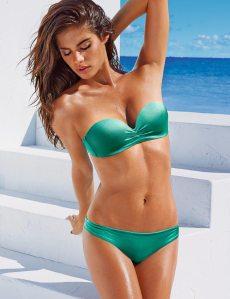 3cc9c270c2fd i nuovi modelli di costumi da bagno. Non più soltanto bikini, già dalla  scorsa stagione sulle spiagge spopolavano i costumi interi e modelli più  creativi, ...