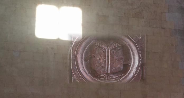 """Maschio Angioino, ripartono le visite che svelano """"Il segreto del Libro di luce"""""""